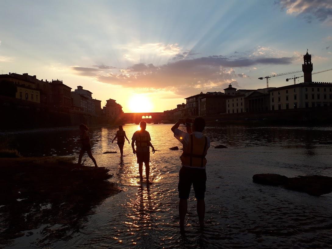Zachód słońca na raftingu